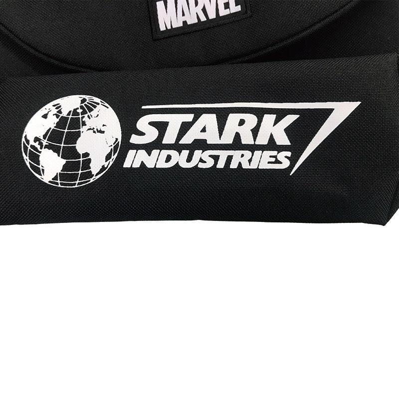 【HAPI+TAS】マーベル スターク・インダストリーズ メッセンジャーバッグ ミニ ロゴレッド ブラック