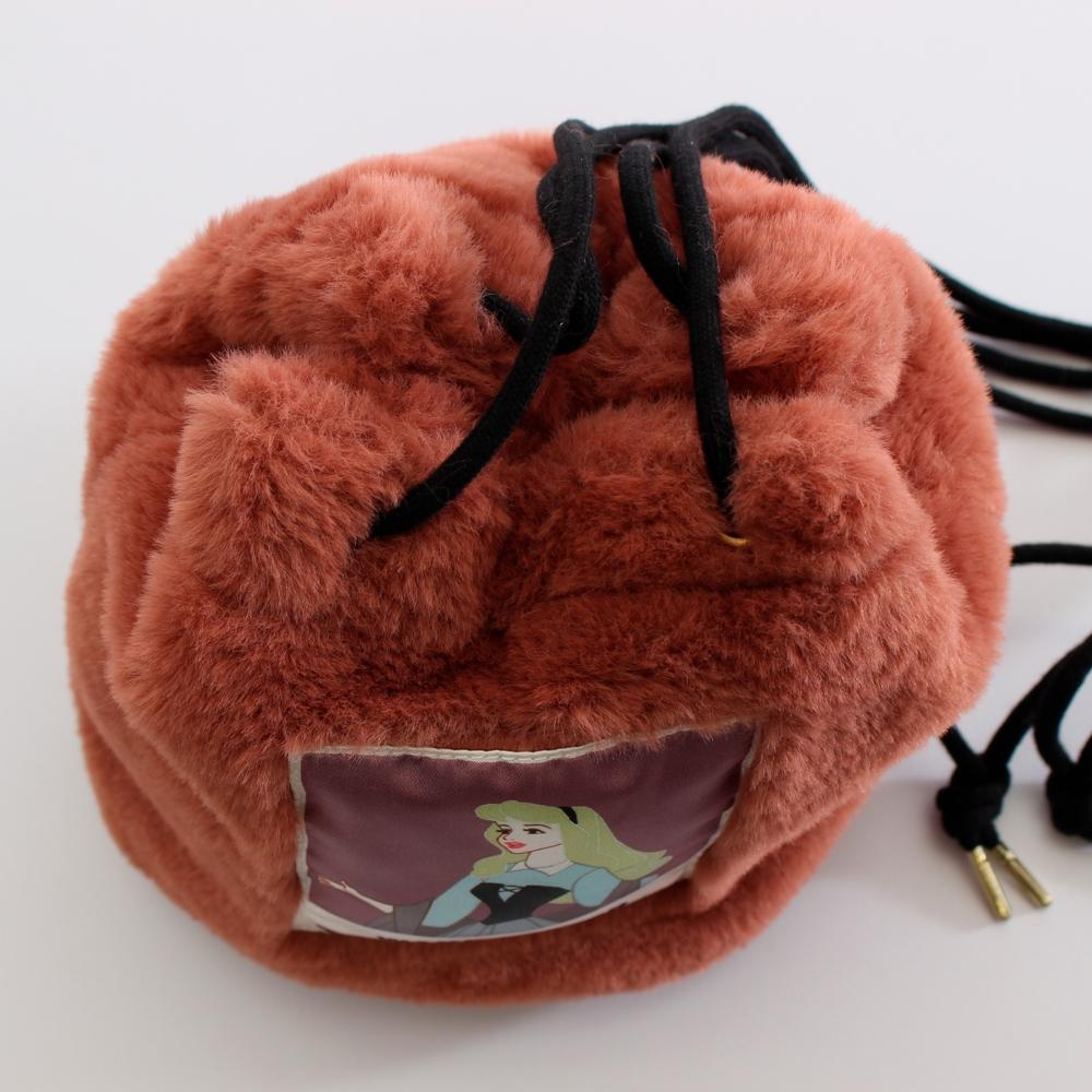 眠れる森の美女/オーロラ姫/フェイクファー巾着バッグ(PONEYCOMB ChouChou)