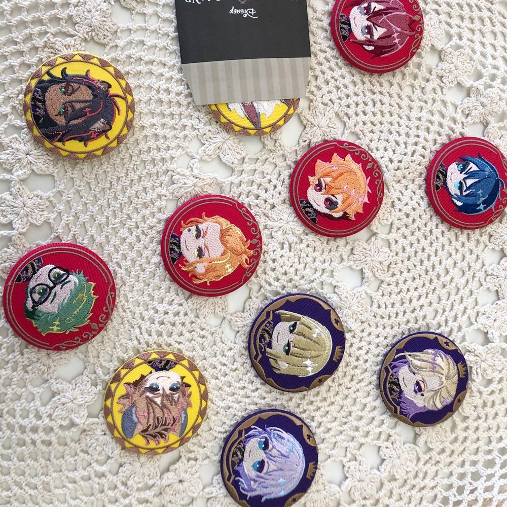 ツイステッドワンダーランド 刺繍缶バッジ1 全11種ボックスセット