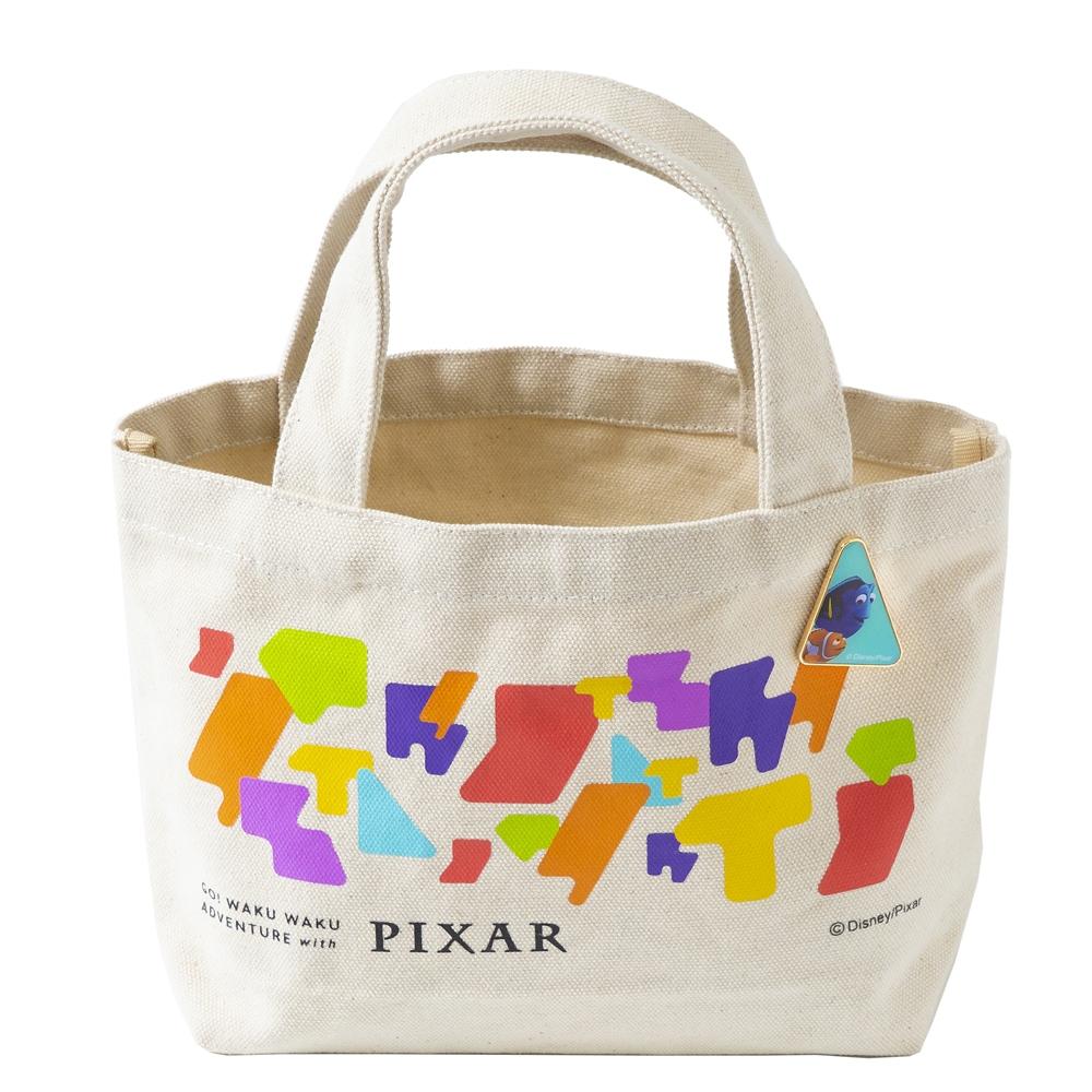 ピンバッジ付ランチトート ドリー マーリン【Go! WAKU WAKU ADVENTURE with PIXAR】
